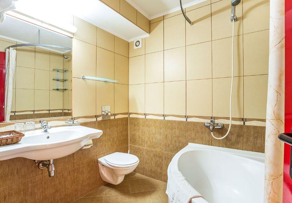 2+ нощувки на човек със закуски и вечери + басейн и СПА в хотел Сейнт Джордж****, на 1-ва линия в Поморие, снимка 26