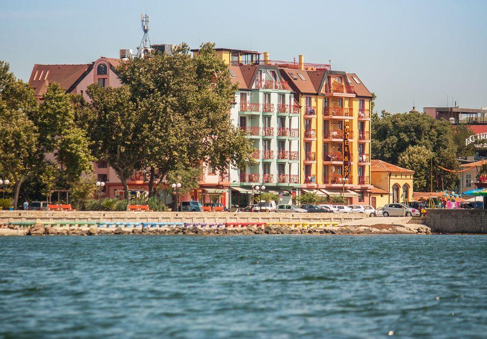 2+ нощувки на човек със закуски и вечери + басейн и СПА в хотел Сейнт Джордж****, на 1-ва линия в Поморие, снимка 3