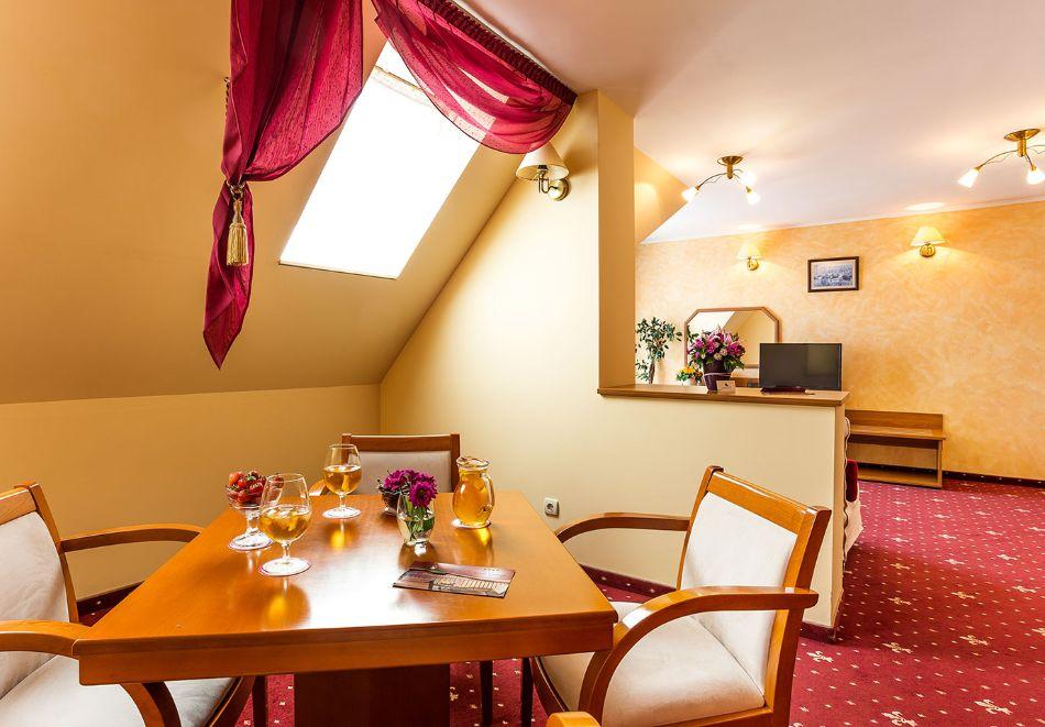 Нова година в Поморие! 3 или 4 нощувки на човек със закуски и празнична вечеря + басейн и СПА в хотел Сейнт Джордж****, на 1-ва линия в Поморие, снимка 9