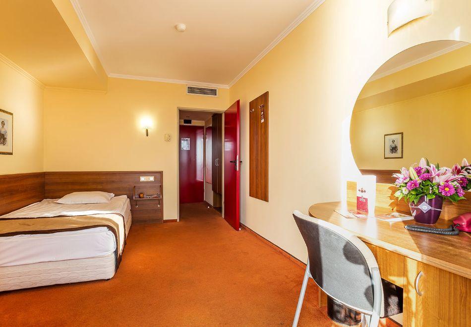 2+ нощувки на човек със закуски и вечери + басейн и СПА в хотел Сейнт Джордж****, на 1-ва линия в Поморие, снимка 17