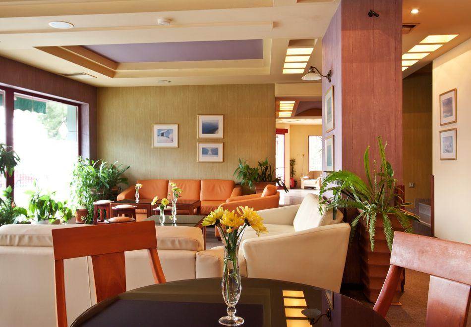 Нова година в Поморие! 3 или 4 нощувки на човек със закуски и празнична вечеря + басейн и СПА в хотел Сейнт Джордж****, на 1-ва линия в Поморие, снимка 17