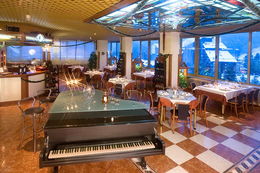 Нова година в Боровец! 3 нощувки на човек със закуски и вечери, едната празнична + басейн и термо зона от хотел Самоков****, снимка 12