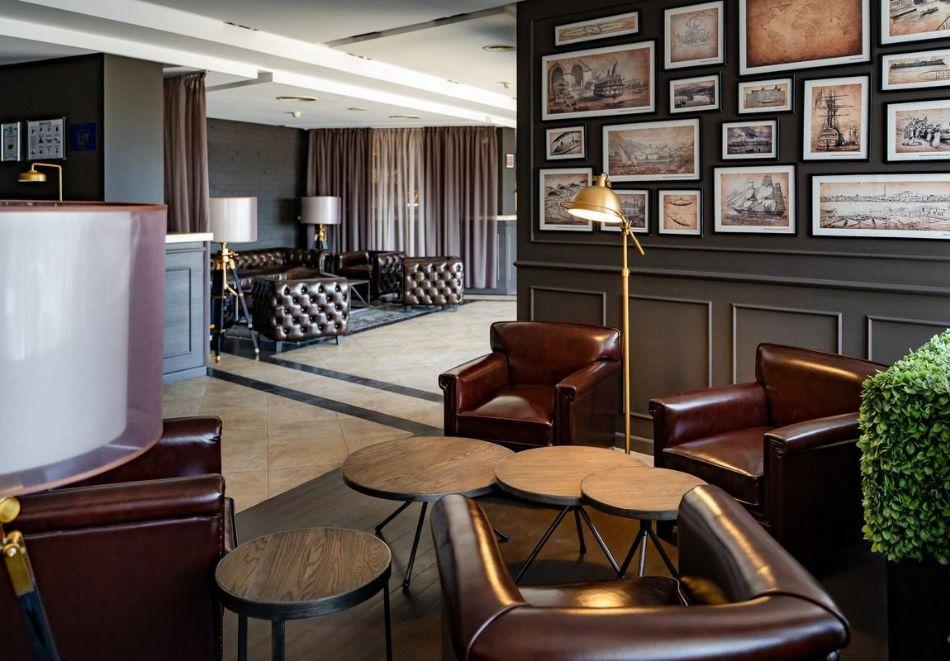 Нощувка със закуска на човек в двойна стая с изглед МОРЕ в хотел Панорама****, Варна, снимка 8