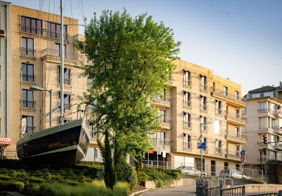Нощувка със закуска на човек в двойна стая с изглед МОРЕ в хотел Панорама****, Варна, снимка 5