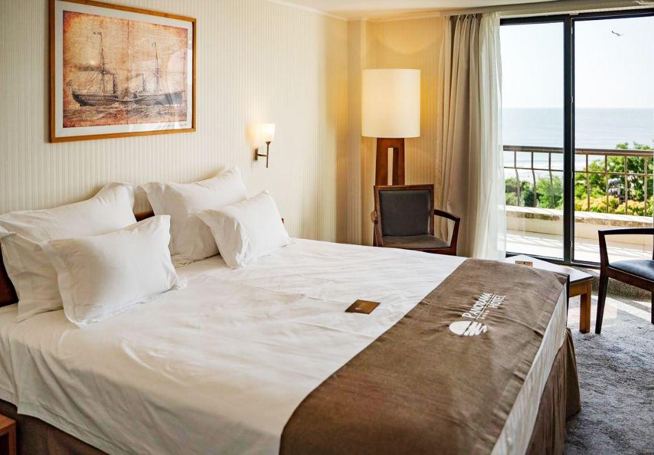 Нощувка със закуска на човек в двойна стая с изглед МОРЕ в хотел Панорама****, Варна, снимка 3