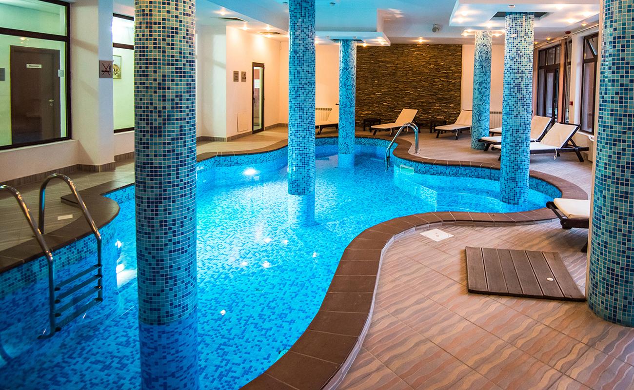 На ски в Банско. Нощувка на човек със закуска и вечеря* + басейн в хотел Орбилукс***, снимка 4