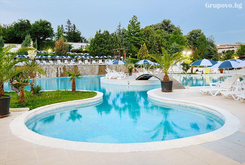 Нощувка за двама, трима или четирима със закуска + ТОПЛИ минерални басейни и джакузи в хотел Аугуста, Хисаря, снимка 8