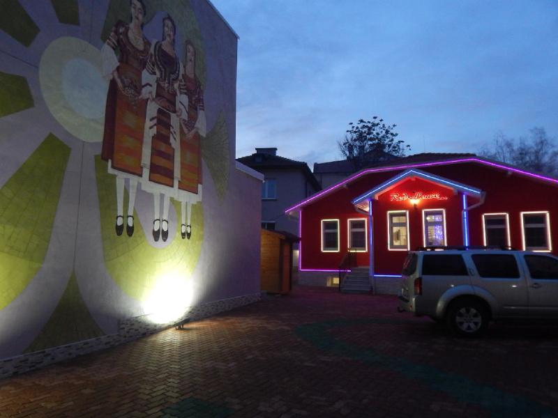 Свети Валентин в Кюстендил! 2 нощувки за ДВАМА със закуски и вечери + сауна и джакузи от Червената къща***, снимка 8