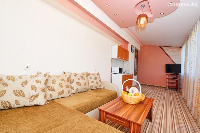 Нощувка на човек в едноспален или двуспален апартамент със закуска и вечеря* + релакс зона от хотел Св. Св. Петър и Павел***, Поморие, снимка 4
