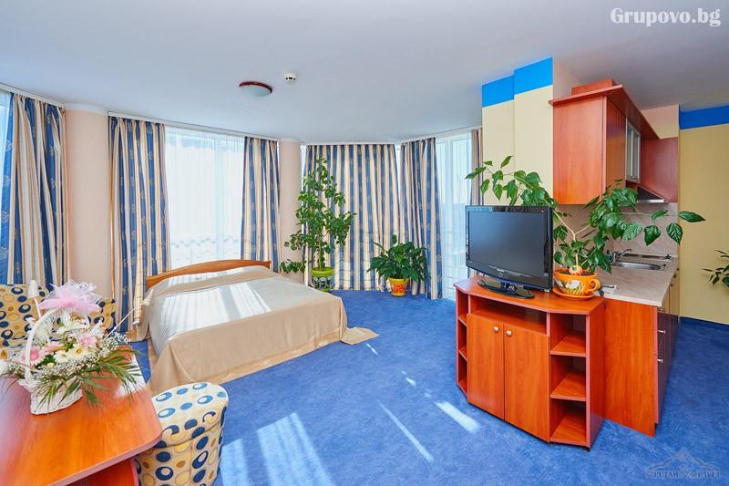 Нощувка на човек в едноспален или двуспален апартамент със закуска и вечеря* + релакс зона от хотел Св. Св. Петър и Павел***, Поморие, снимка 6