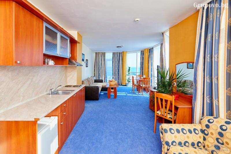 Нощувка на човек в едноспален или двуспален апартамент със закуска и вечеря* + релакс зона от хотел Св. Св. Петър и Павел***, Поморие, снимка 7