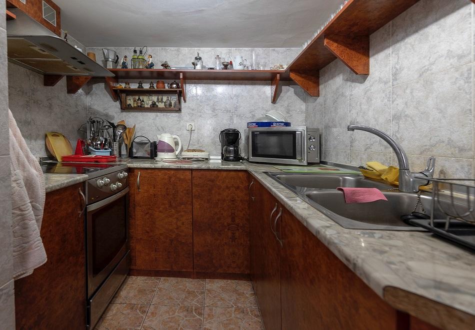 Нощувка в самостоятелнa вила за до 10 човека + барбекю във Вила Елица, Пампорово, снимка 13
