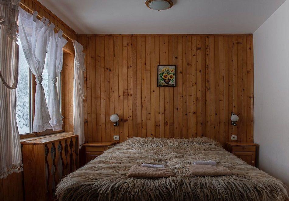 Лято в Пампорово. Нощувка на човек със закуска + джакузи само за 19.90 лв. в Хотел Елица, снимка 4