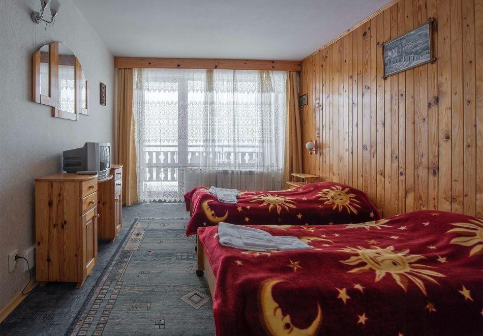 Лято в Пампорово. Нощувка на човек със закуска + джакузи само за 19.90 лв. в Хотел Елица, снимка 16