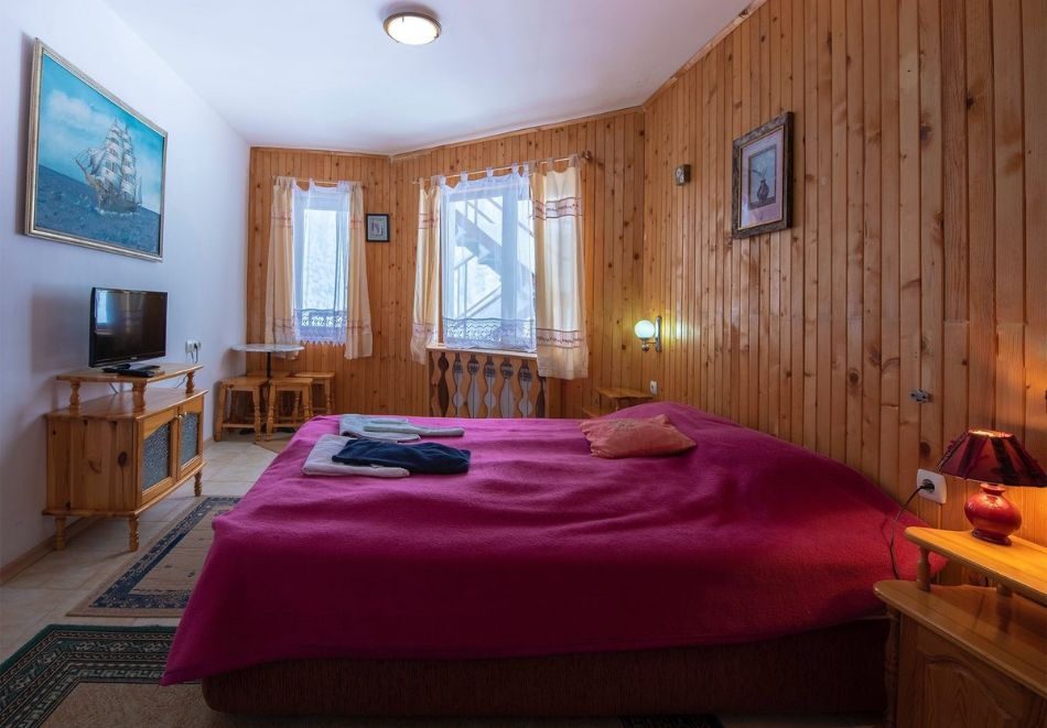 Лято в Пампорово. Нощувка на човек със закуска + джакузи само за 19.90 лв. в Хотел Елица, снимка 3