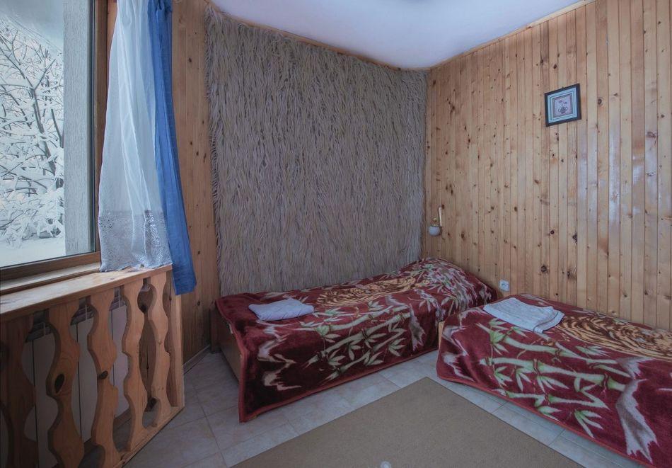 Лято в Пампорово. Нощувка на човек със закуска + джакузи само за 19.90 лв. в Хотел Елица, снимка 5