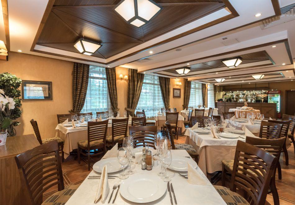 Нощувка на човек със закуска и вечеря + басейн и сауна в хотел Евелина Палас****, Банско, снимка 9