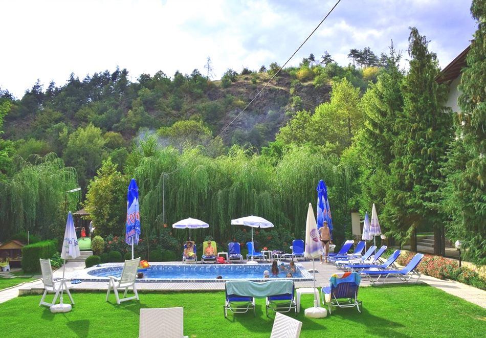 Нощувка на човек + минерален басейн и релакс зона в семеен хотел Вила Рай, Огняново, снимка 17