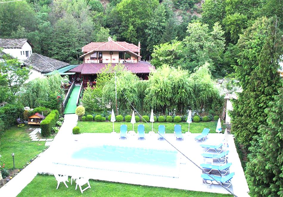 Нощувка на човек + минерален басейн и релакс зона в семеен хотел Вила Рай, Огняново, снимка 16