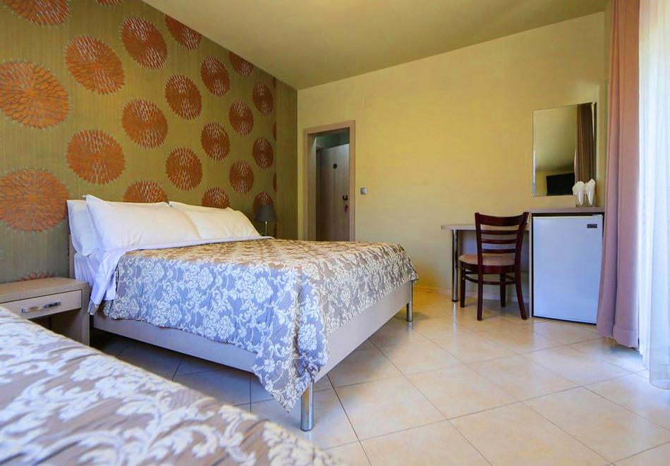 Нощувка на човек + минерален басейн и релакс зона в семеен хотел Вила Рай, Огняново, снимка 12