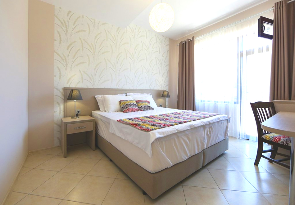 Нощувка на човек + минерален басейн и релакс зона в семеен хотел Вила Рай, Огняново, снимка 9