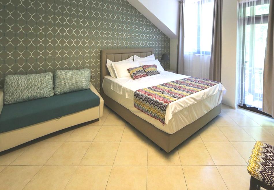 Нощувка на човек + минерален басейн и релакс зона в семеен хотел Вила Рай, Огняново, снимка 8