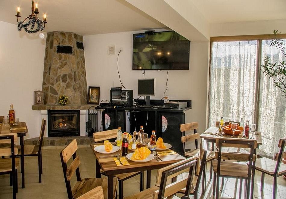 Коледа в Рибарица! 3 нощувки на човек със закуски, обеди и вечери в семеен хотел Вирджин, снимка 2