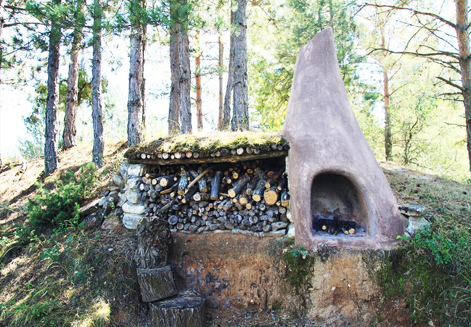 Нощувка със закуска за четирима в къщичка направена от камък, глина и дърво в Еко селище, Омая, с. Гайтаниново, снимка 14