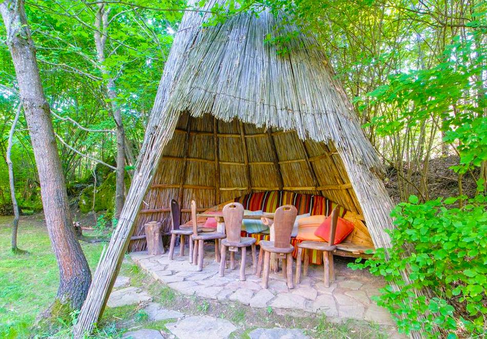 Нощувка със закуска за двама в къщичка направена от камък, глина и дърво в Еко селище, Омая, с. Гайтаниново, снимка 12