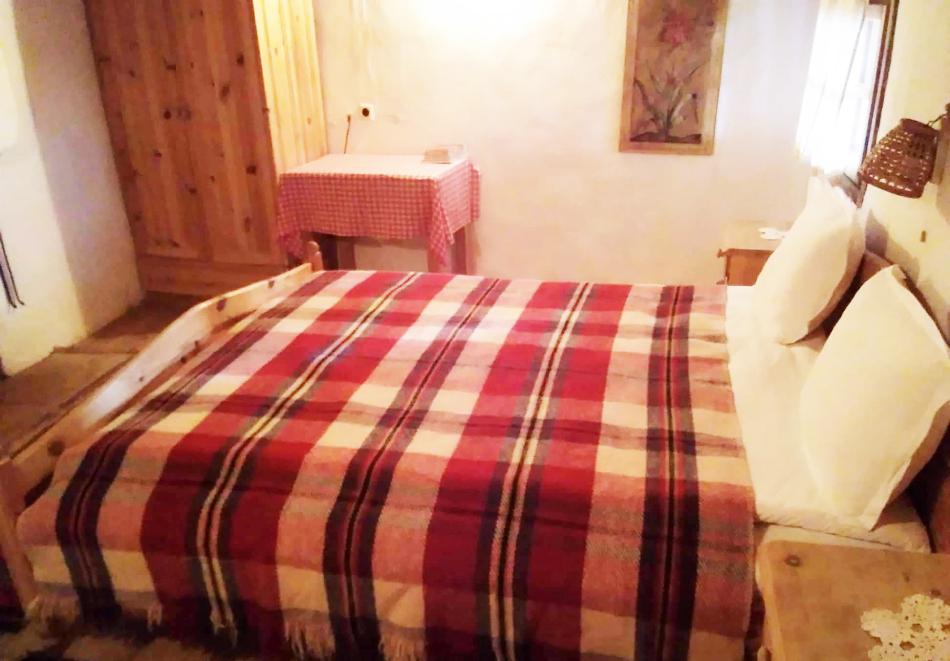 Нощувка със закуска за ДВАМА в Капитановата къща, село Лещен, снимка 5
