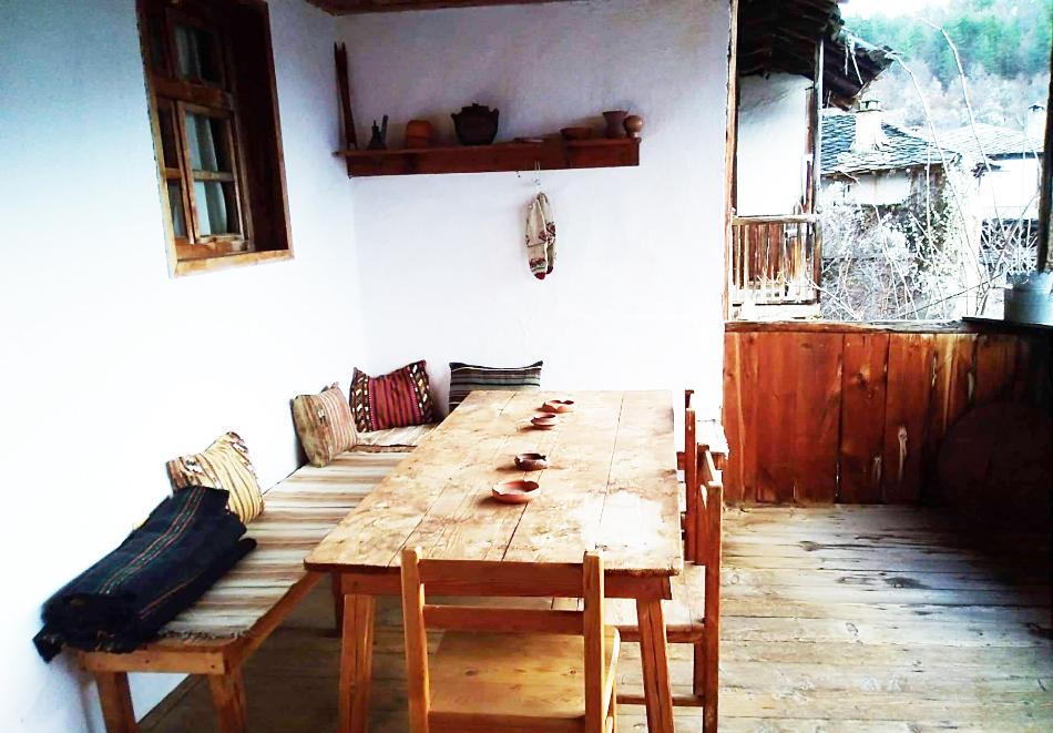 Нощувка със закуска за двама в Капитановата къща, село Лещен, снимка 6