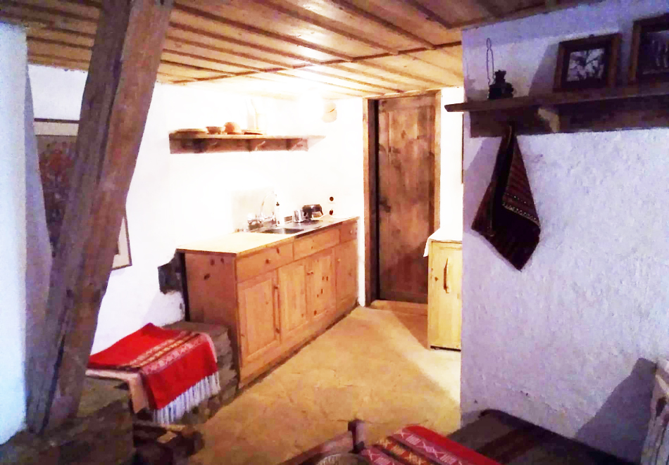 Нощувка със закуска за ДВАМА в Капитановата къща, село Лещен, снимка 10