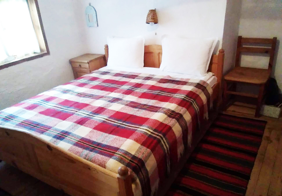Нощувка със закуска за ДВАМА в Капитановата къща, село Лещен, снимка 4