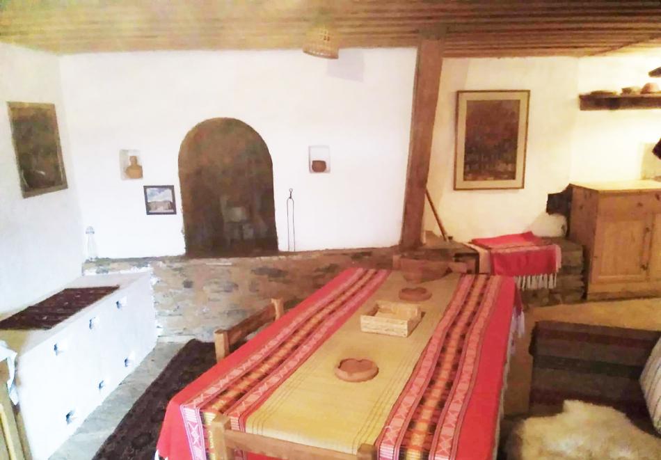 Нощувка със закуска за ДВАМА в Капитановата къща, село Лещен, снимка 7