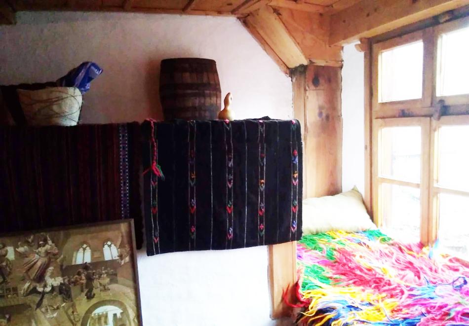 Нощувка със закуска за ДВАМА в Капитановата къща, село Лещен, снимка 9