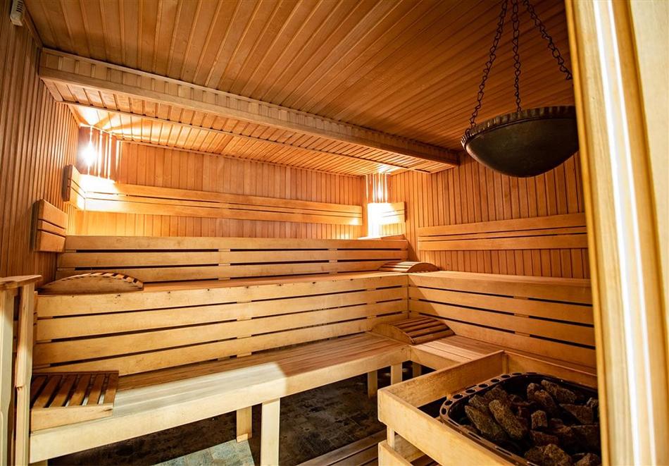 Нощувка на човек със закуска и вечеря + релакс зона и басейн в хотел Бор, Семково, снимка 6