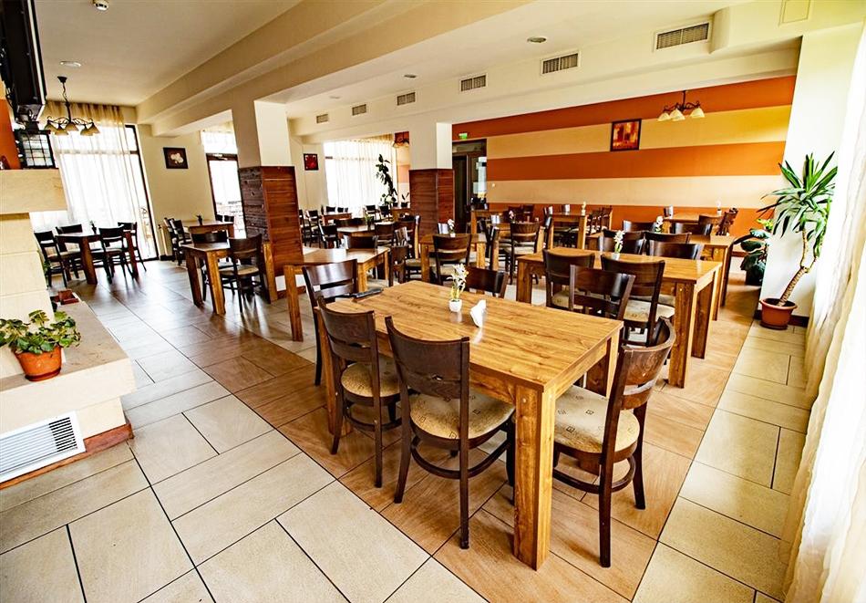 Нощувка на човек със закуска и вечеря + релакс зона и басейн в хотел Бор, Семково, снимка 15