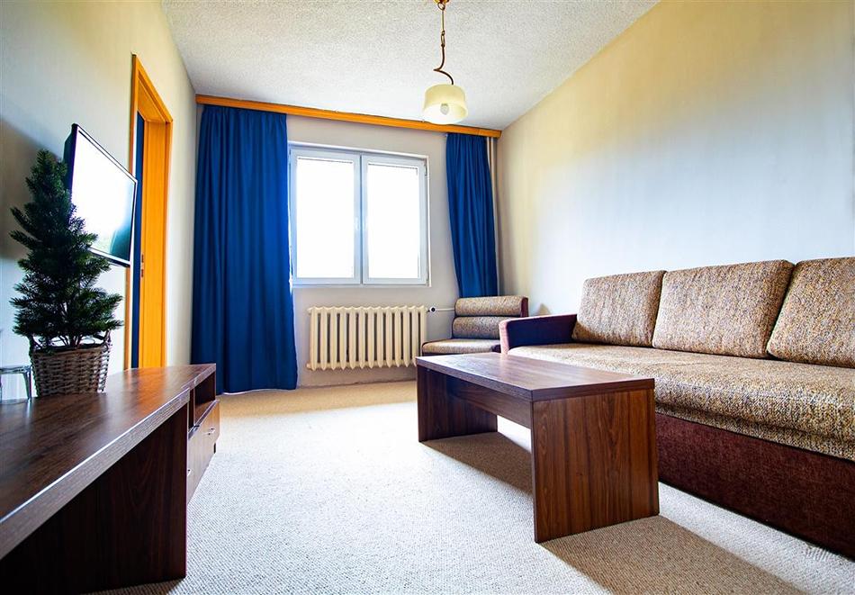Нощувка на човек със закуска и вечеря + релакс зона и басейн в хотел Бор, Семково, снимка 13