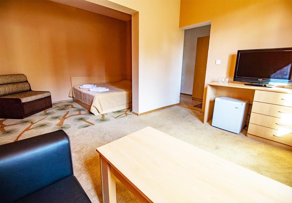 Нощувка на човек със закуска и вечеря + релакс зона и басейн в хотел Бор, Семково, снимка 12