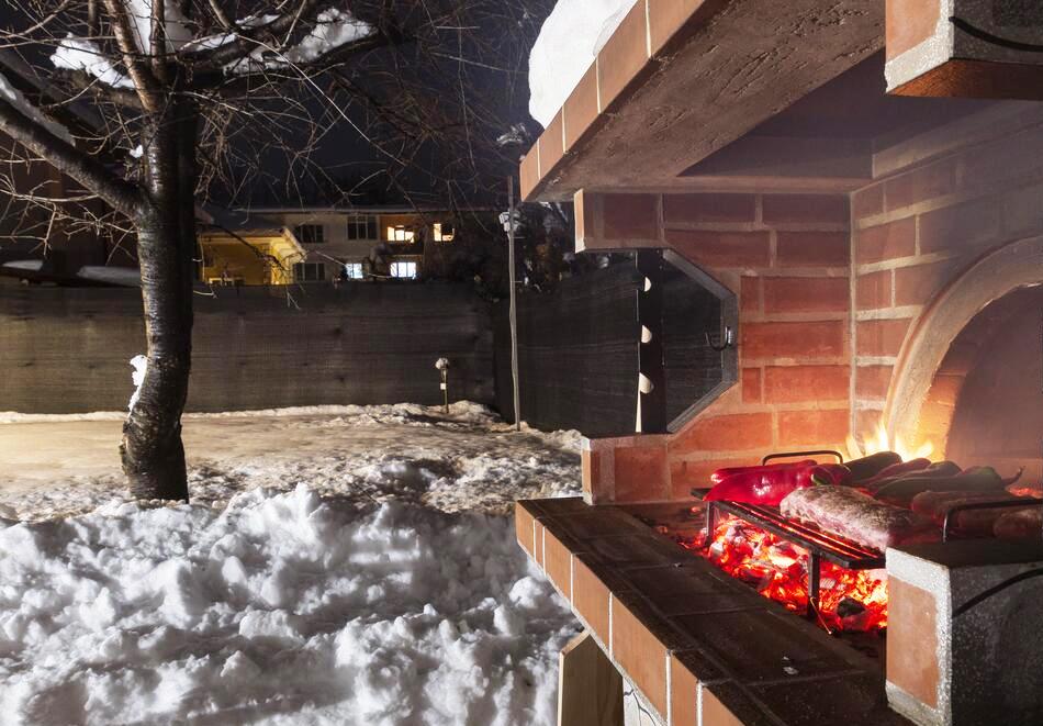 Наем на самостоятелна къща за до 10 човека с включена закуска, напълно оборудвана кухня и барбекю в къща за гости Съндей Хаус, гр. Вършец, снимка 9