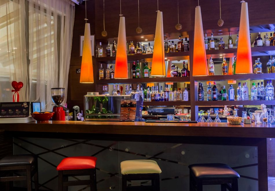 Нова година до Банско! 5 нощувки на човек със закуски и вечери, едната празнична + топъл басейн и СПА зона от Мурите Клуб Хотел, снимка 24