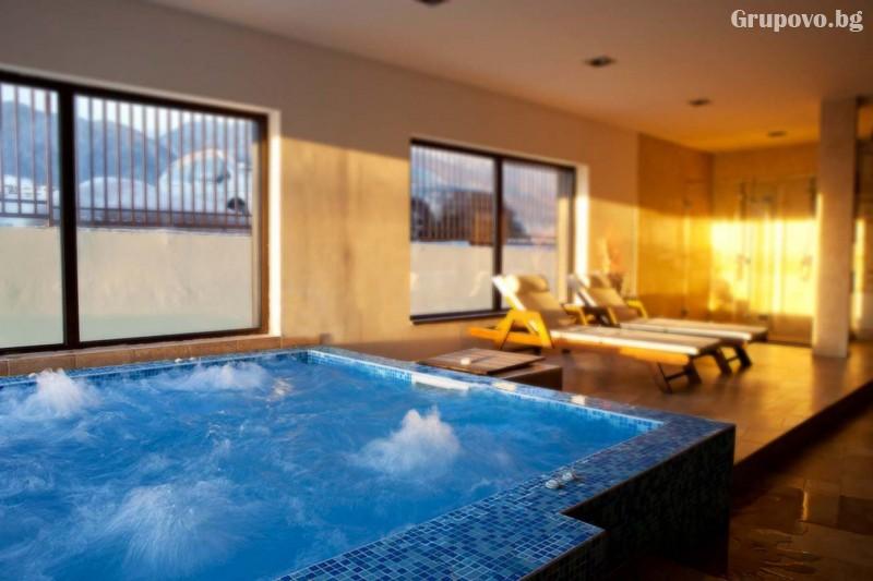 Нощувка на човек със закуска + вътрешен отопляем басейн и СПА зона от Мурите Клуб Хотел, до Банско, снимка 3
