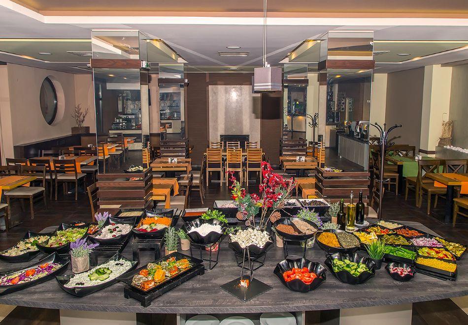 Нова година до Банско! 3 нощувки на човек със закуски и вечери, едната празнична + топъл басейн и СПА зона от Мурите Клуб Хотел, снимка 19