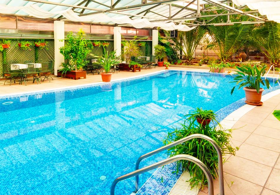 Нощувка на човек + топъл минерален басейн и релакс зона в хотел Бац****, Петрич, снимка 8