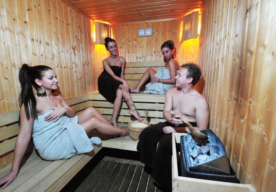 Нощувка на човек + топъл минерален басейн и релакс зона в хотел Бац****, Петрич, снимка 11