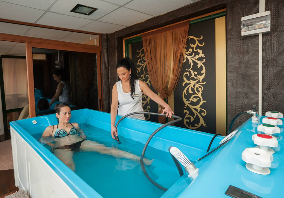 Нощувка на човек + топъл минерален басейн и релакс зона в хотел Бац****, Петрич, снимка 9