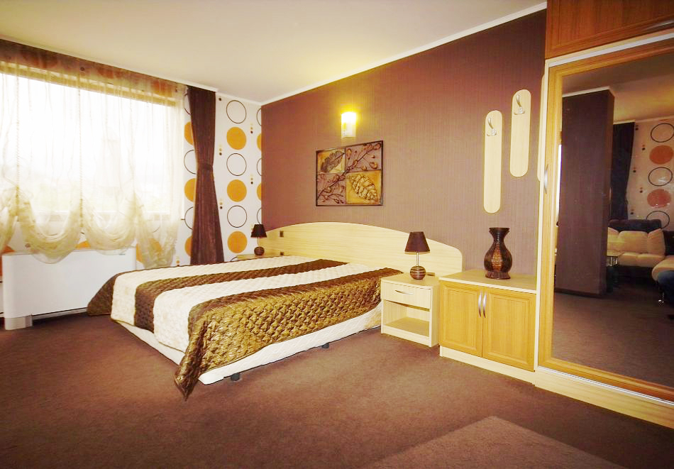 2 + нощувки на човек със закуски и вечери + минерален басейн и парна баня от хотел Жери, Велинград, снимка 6