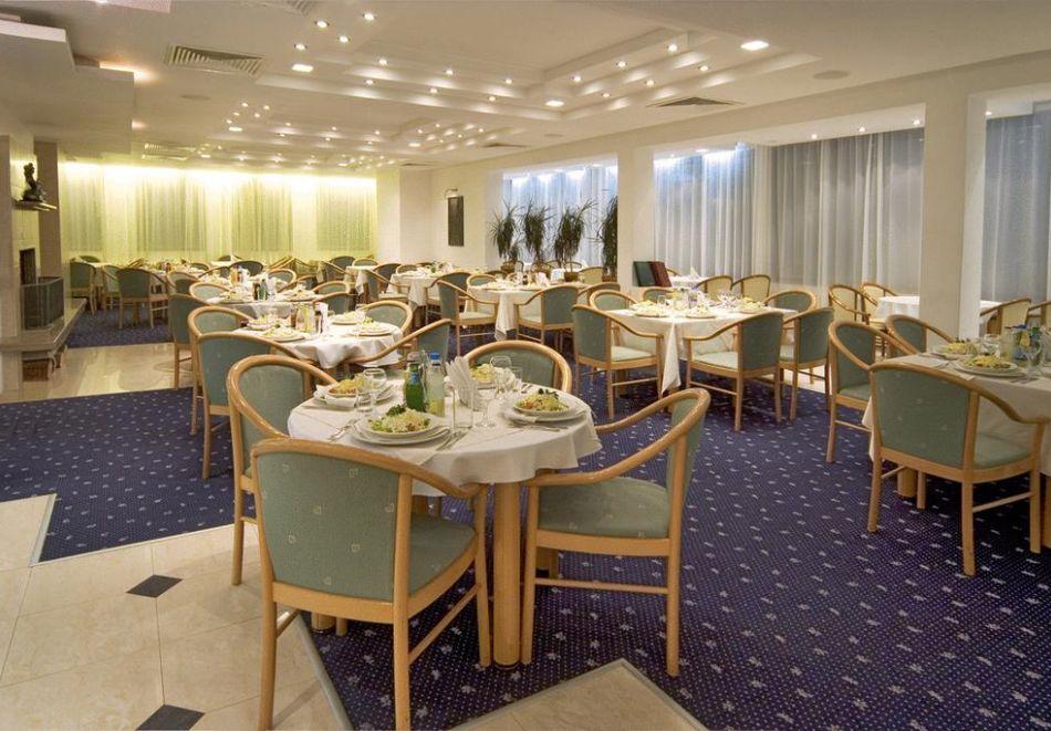 На ски в Пампорово. Нощувка на човек със закуска и вечеря в хотел Финландия****, снимка 12