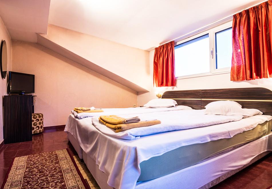 Нова Година във Велинград. 3 нощувки на човек със закуски и вечери, едната празнична + минерални басейни, джакузи и сауна от Хотел Маркита, снимка 8