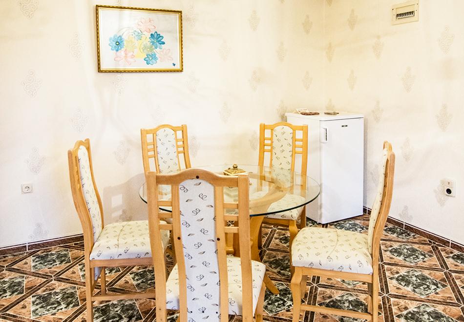 Нова Година във Велинград. 3 нощувки на човек със закуски и вечери, едната празнична + минерални басейни, джакузи и сауна от Хотел Маркита, снимка 15